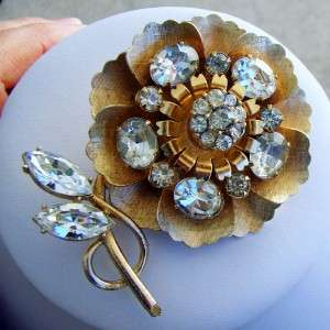 Beautiful Vintage Coro Trembler Rhinestone Flower Brooch