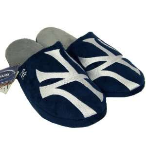 NEW YORK YANKEES OFFICIAL LOGO PLUSH SLIPPERS SIZE L