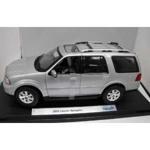 Replicarz W12554S 2005 Ford Lincoln Navigator   Silver Toys & Games