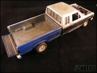 25 FORD F 250 Truck pick up JUNK YARD Junker diorama weathered F250
